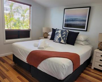 2nd Bedroom with king bed & ensuite bathroom